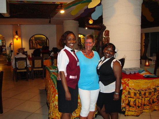Met 2 leuke gastvrouwen van hotel Bamburi Beach