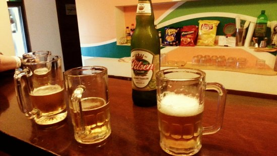 Che Lagarto Hostel Lima: Um happy hours no bar do hostel