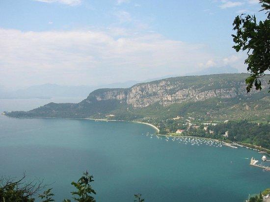 Hotel Villa Mulino: View of Garda from La Rocca