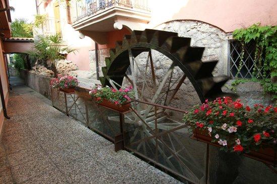 Hotel Villa Mulino: Mill wheel by reception