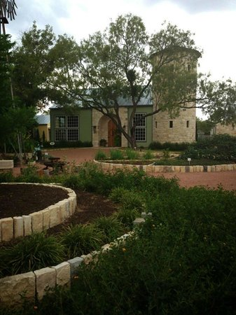 Fredericksburg Herb Farm - Sunday Haus Cottages: Butterfly Garden and Spa