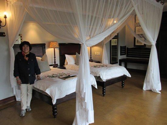 Lion Sands - Tinga Lodge: Guest Room at Tinga Lodge