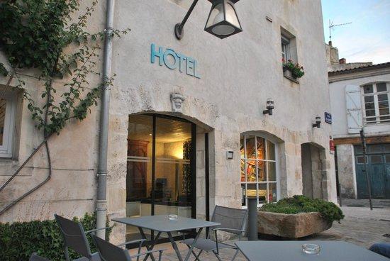 Hotel Saint Nicolas : Hotel St Nicolas from the plaza