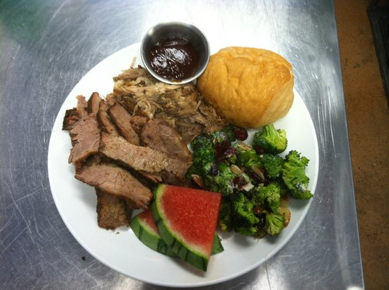 MeMe's Cafe : Slow Roasted Beef Brisket and Pulled Pork Dinner