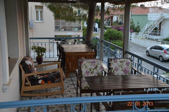 Foca Erguvan Hotel: Alt Teras