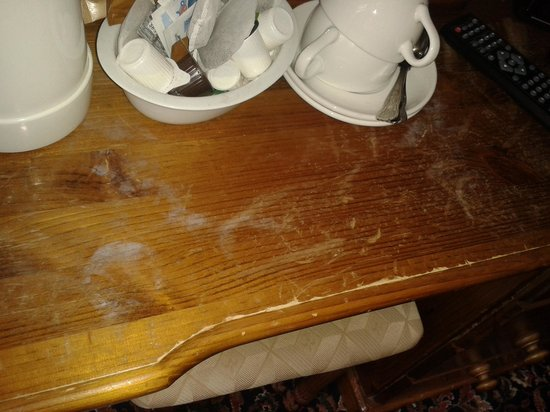 Whiston Hall Hotel and Golf Club: Shabby stained furniture