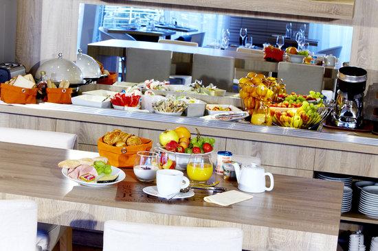 Kyriad Prestige Vannes Centre - Palais des Arts : Buffet de petit-déjeuner