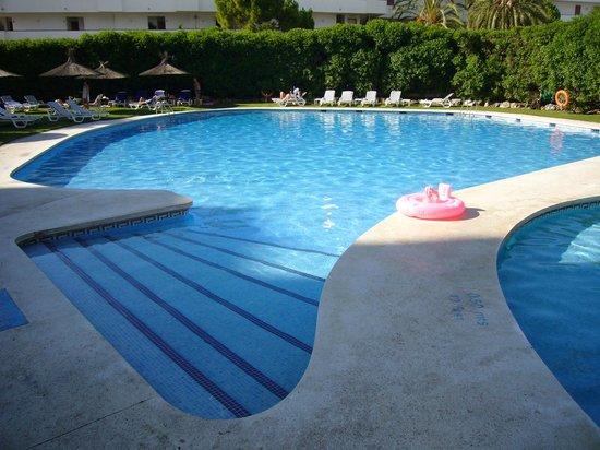 Meliá Sitges: piscina