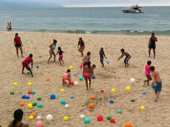 Hyatt Ziva Puerto Vallarta: Simple pleasures for the kids - Water balloon fight