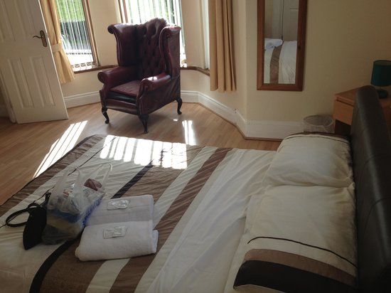 Parkview Lodge : Double bed in en suite triple room
