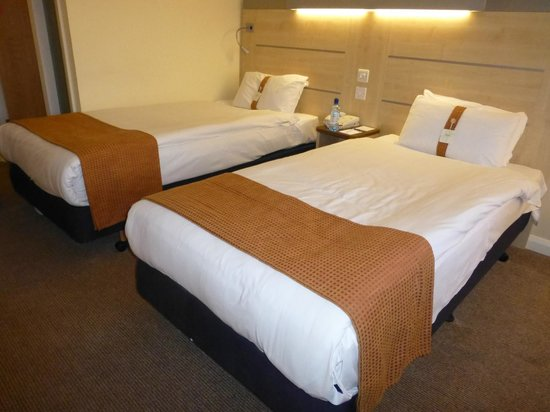 Holiday Inn Express Folkestone Channel Tunnel: Bedroom