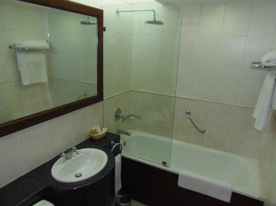 The Arusha Hotel: il bagno
