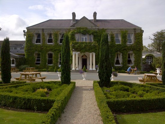 Finnstown Castle Hotel: beautiful location