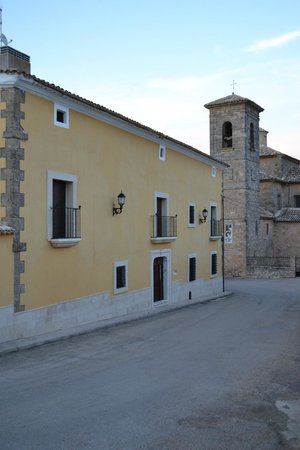 La Casa del Canonigo: Calle junto al hotel.