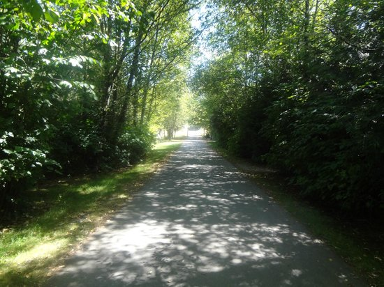 Greater Vancouver Zoo: zoo path