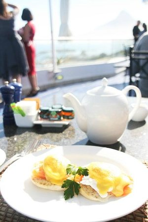 The Twelve Apostles Hotel and Spa : breakfast