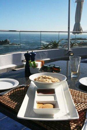 The Twelve Apostles Hotel and Spa : views breakfast
