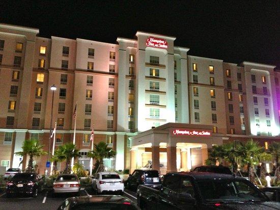 Hampton Inn & Suites Orlando Airport @ Gateway Village: Front Hotel at NIght