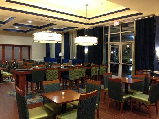 Hampton Inn & Suites Orlando Airport @ Gateway Village: Lobby Area