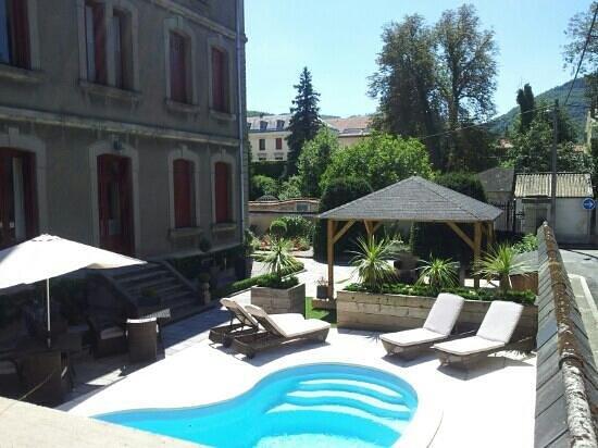 La Villa De Mazamet: The pool area