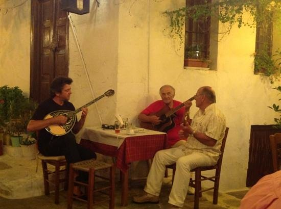 Taverna Alexandros: traditional greek music @ Allesandros
