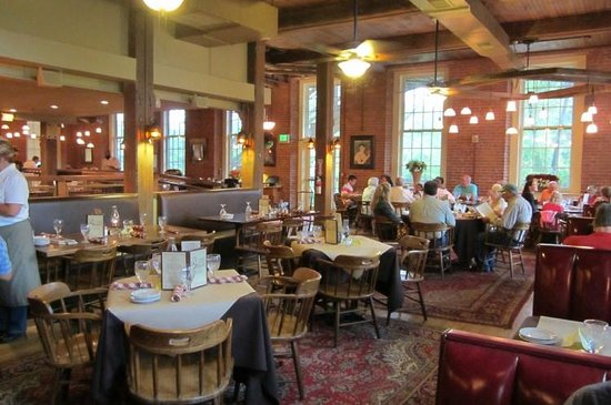 Common Man Restaurant Claremont: Main Dining Room