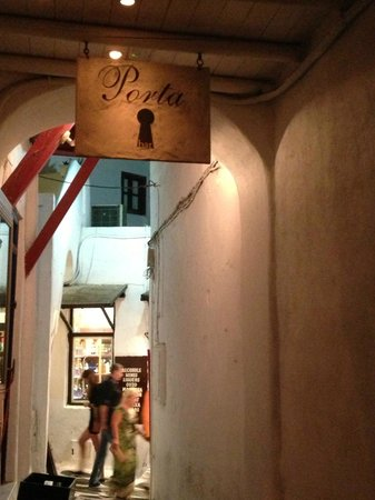 Porta Bar Mykonos: VICOLO ESTERNO + INSEGNA
