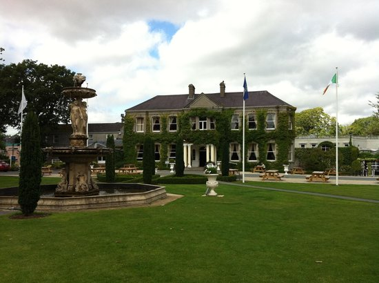 Finnstown Castle Hotel: Beautiful grounds
