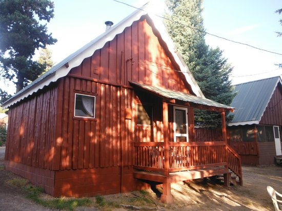 Crescent Creek Cottages & RV Park: The back porch of Cabin 2 overlooking Crescent Creek