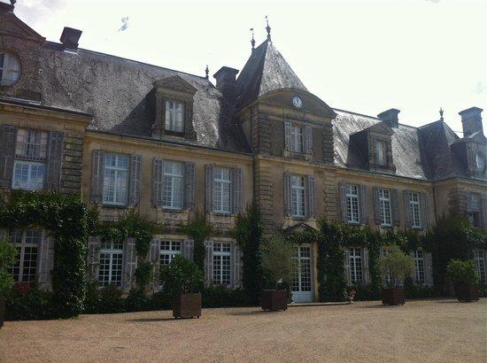 Chateau de Curzay: Front vew