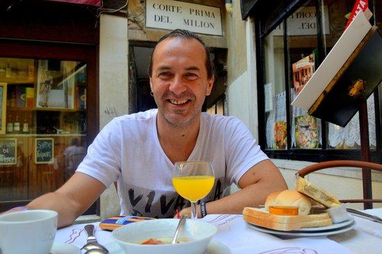 Hotel Malibran: desayuno en la vereda