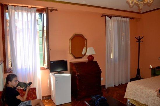Hotel Malibran: amplia habitación