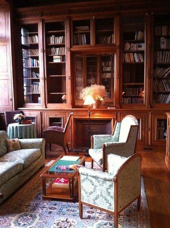 Chateau de Curzay: Library