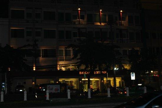 Bangkok Loft Inn : hotel bij nacht