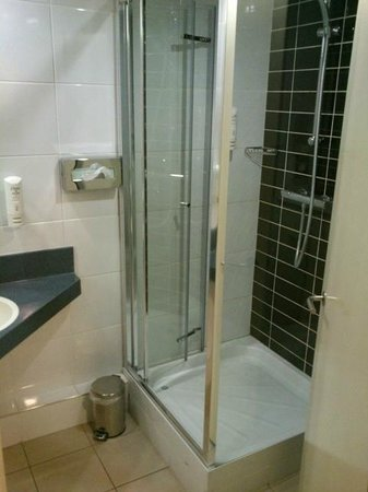 Holiday Inn Express Belfast City Queens Quarter: Bagno