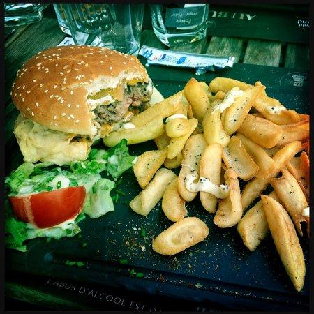 Novotel Suites Rouen Normandie : Meal at local restaurant Au Bureau - Great burger