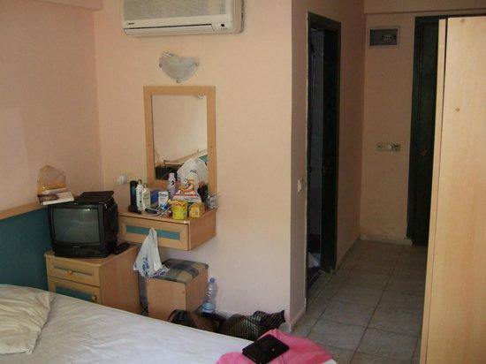 Balkaya Hotel: Our room looking towards the bathroom