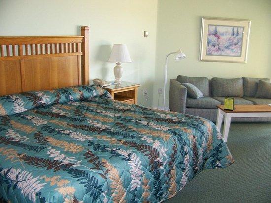 Pointes North Beachfront Resort Hotel: King Suite