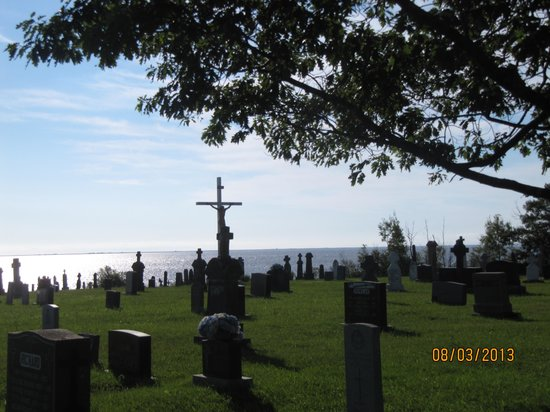 Auberge le Vieux Presbytere de Bouctouche: View from cemetary beside inn