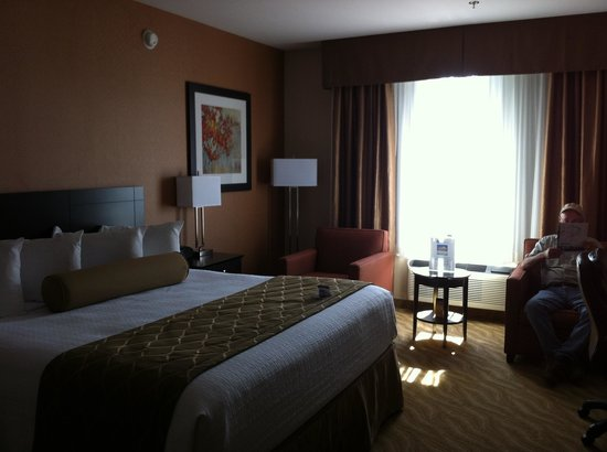 The Best Western Plus Perth Parkside Inn & Spa: King bed in large room