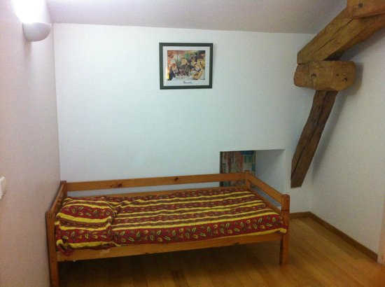 Norpech : Upstairs Hallway with Bed
