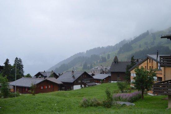 Chalet Fontana: Murren is lovely even on a cloudy, rainy evening