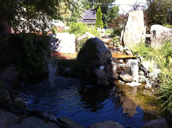 The Best Western Plus Perth Parkside Inn & Spa: Landscaping