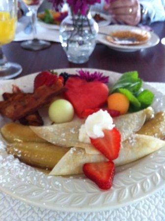 Inn at Whitewing Farm B&B: Delicious breakfast each morning.