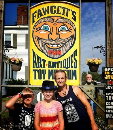 Fawcett's Antique Toy and Art Museum: Fawcett's-toy-museum (That's Fawcett in the back)