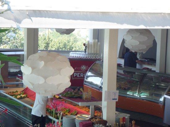 Tui Sensimar Grand Hotel Nastro Azzurro: Lunch buffet area