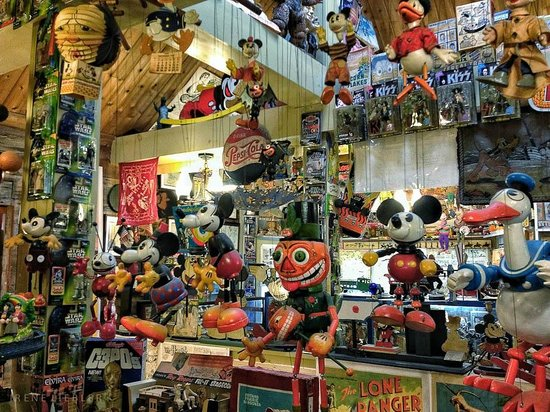Fawcett's Antique Toy and Art Museum: Floor to ceiling coolness