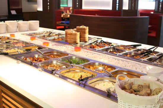 """Beaucouzé, France : Buffet à volonté: entrées, plats, desserts + grillades """"Teppanyaki"""""""