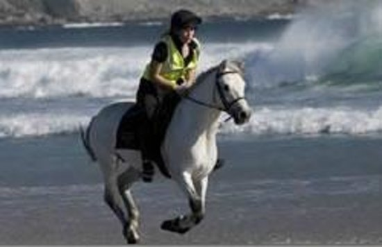 Teach Cruachan: Horse riding on Keel Beach