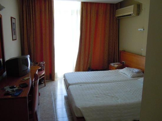 Neda Hotel : bella stanza ad Olympia